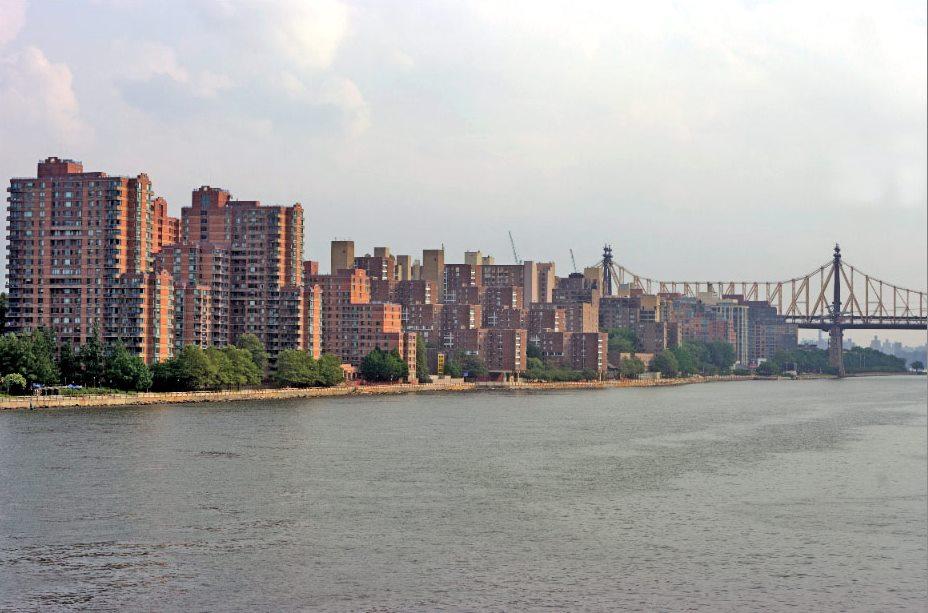 Photo Hunt | East River, Upper East Side