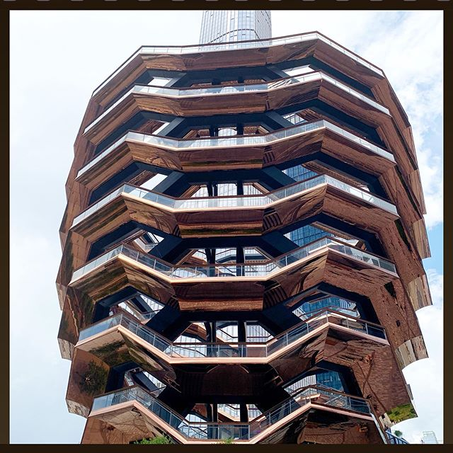 #thevesselnyc #hudsonyards - Is it the #american answer to the #eiffeltower? - See for yourself #thehudsonyards #newyork - #whynot #pourquoipas #perchenon ... #France and #theusa bound forever as #NewYorkCity and #parisfrance remain two complimentary #sistercitiesinternational cities with a #plusoumoins #copastetic relationship. ... As to the #architecture of the #structure - #jadore ... reminds me of a #beehive! Photo by #iphoneauteur Roberta Fineberg .  #newyorkarttours #arttoursnyc #peopleplacesthings #photography #smartphonephotographyworkshops