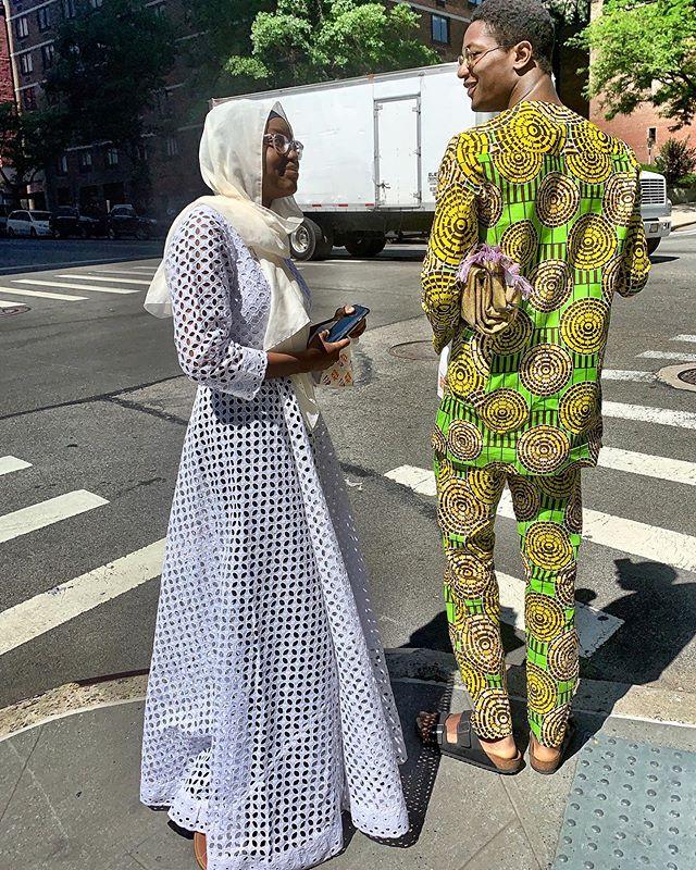 Love this #happycouple #radiantcouple #épanouissement total #goodvibescouple #seeingthelight #africanjewels #afrophile #gettingyourgrooveon . #afrofashion #afrofashionstyle #africantextiledesign #africanprintfabrics #nycstreetfashion #nycstreetstyles . Channeling #malicksibide #malicksidibé  #streetphotographyexperiences #iphoneauteur #robertafineberg #robertafineberg99prints