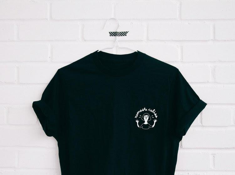 Ana Roy : T-shirt - Namaste Caliss