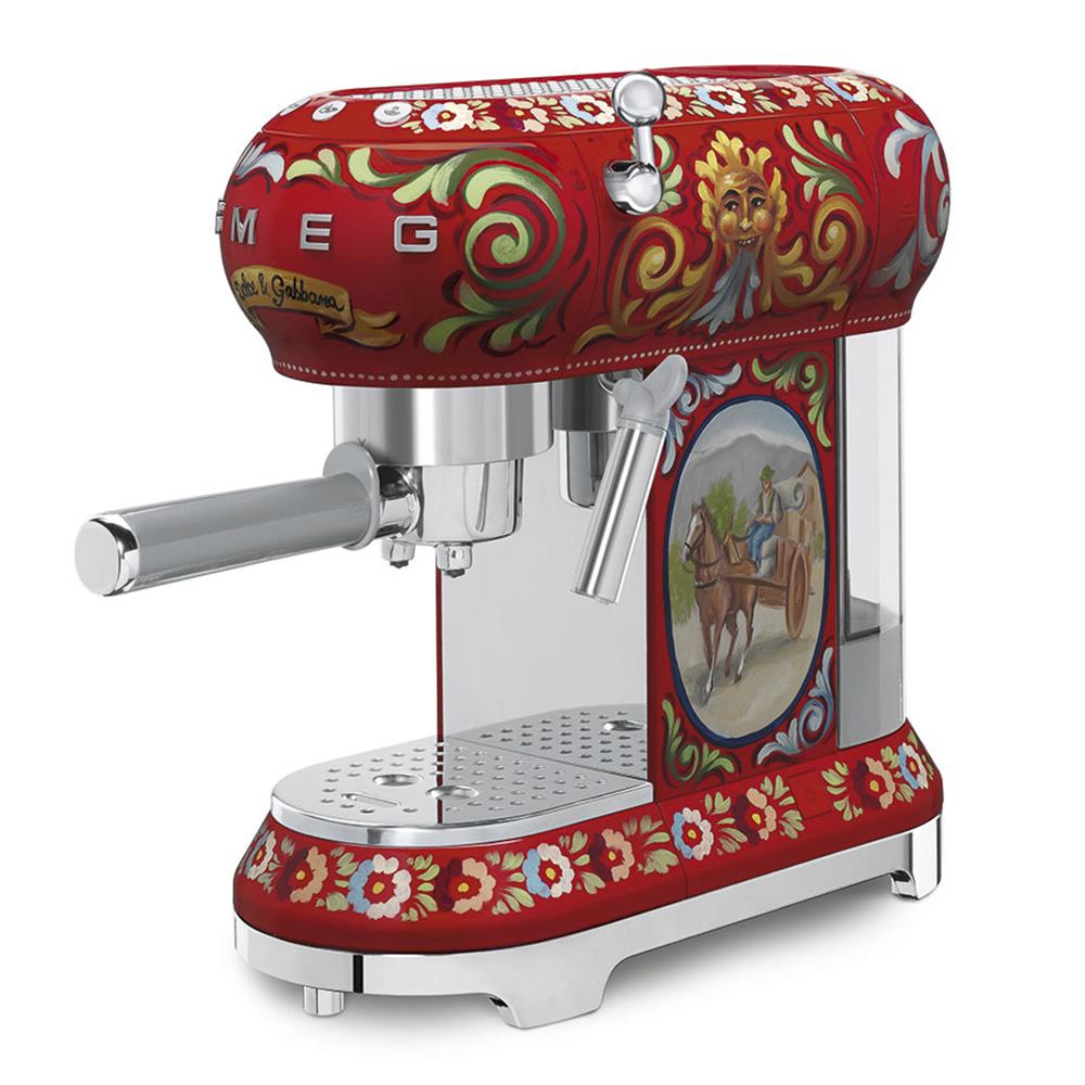 EspressoCoffeMachines_DolceGabbana_Smeg_1.jpg