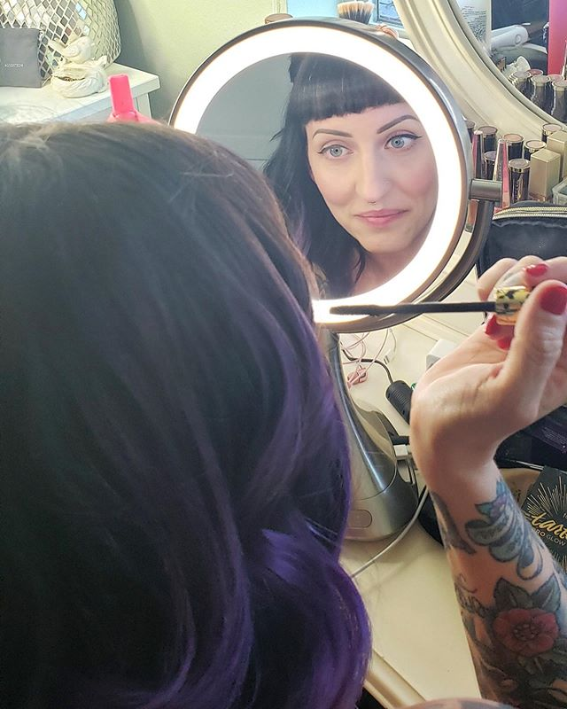 Sorry I've been MIA. I've been prepping for my move to Canada and doing all the weddings! Here's a photo of me getting ready for #lezprom last night 🌈 Swipe to peep my full look 💁🏻♀️ . . . #pdx #pdxfashion #prom #lesbian #makeup #makeupartist #portlandmakeupartist #pdxmua #lesbianprom #queer #portland #pdx