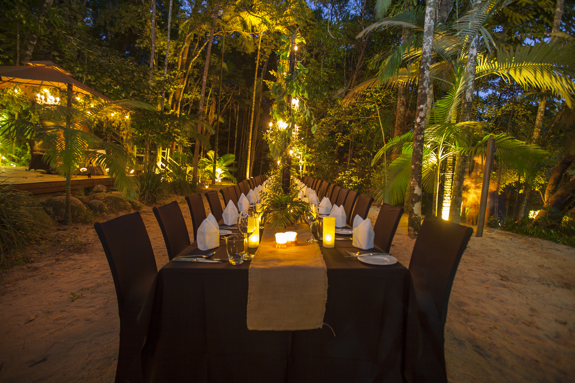 Silky Oaks - On the edge of the Daintree Rainforest lies an enchanting little lodge. Dine under the stars and the candelabras, and enjoy the sound of the Mossman River streaming along beside you.