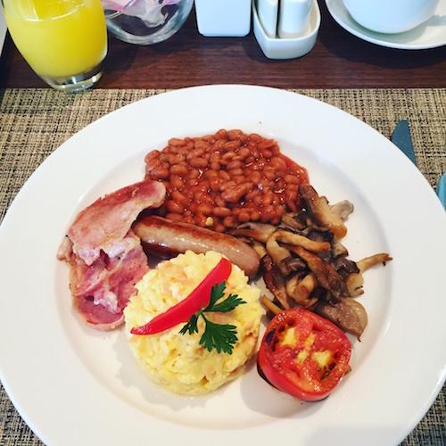 English breakfast @the grillroom in fiesta residences