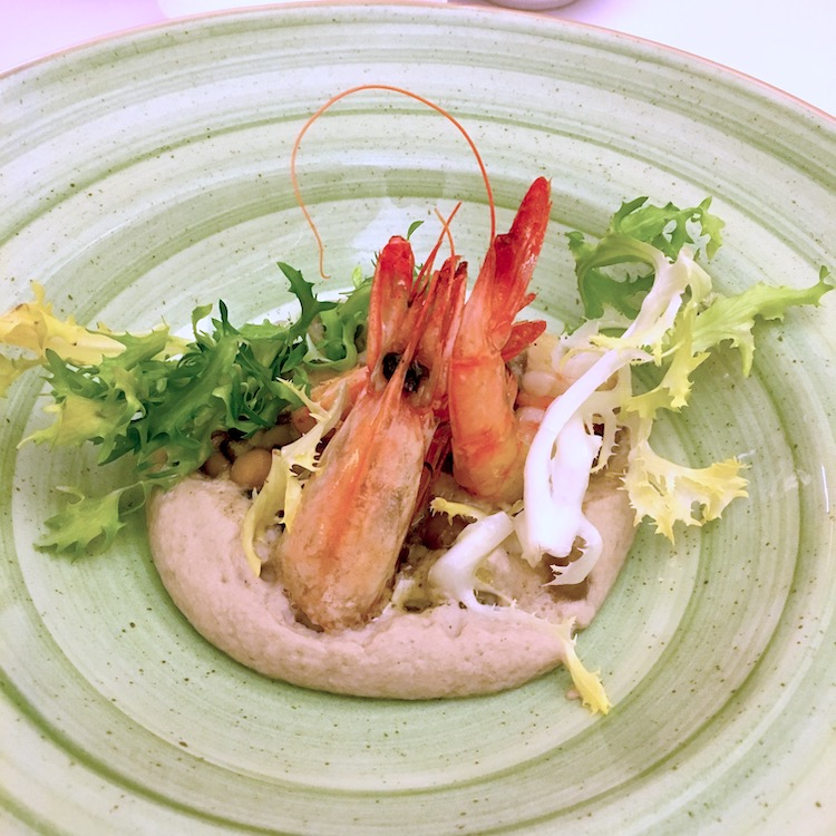 Legume foam and prawns
