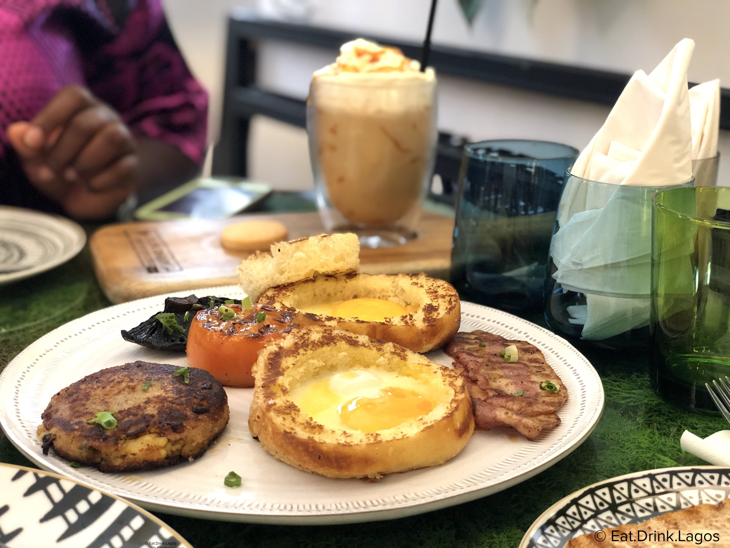 EAT: Flowershop Cafe - The latest Lagos restaurant opening couldn't be anymore perfect for your weekend brunch. Great for friends and families too.
