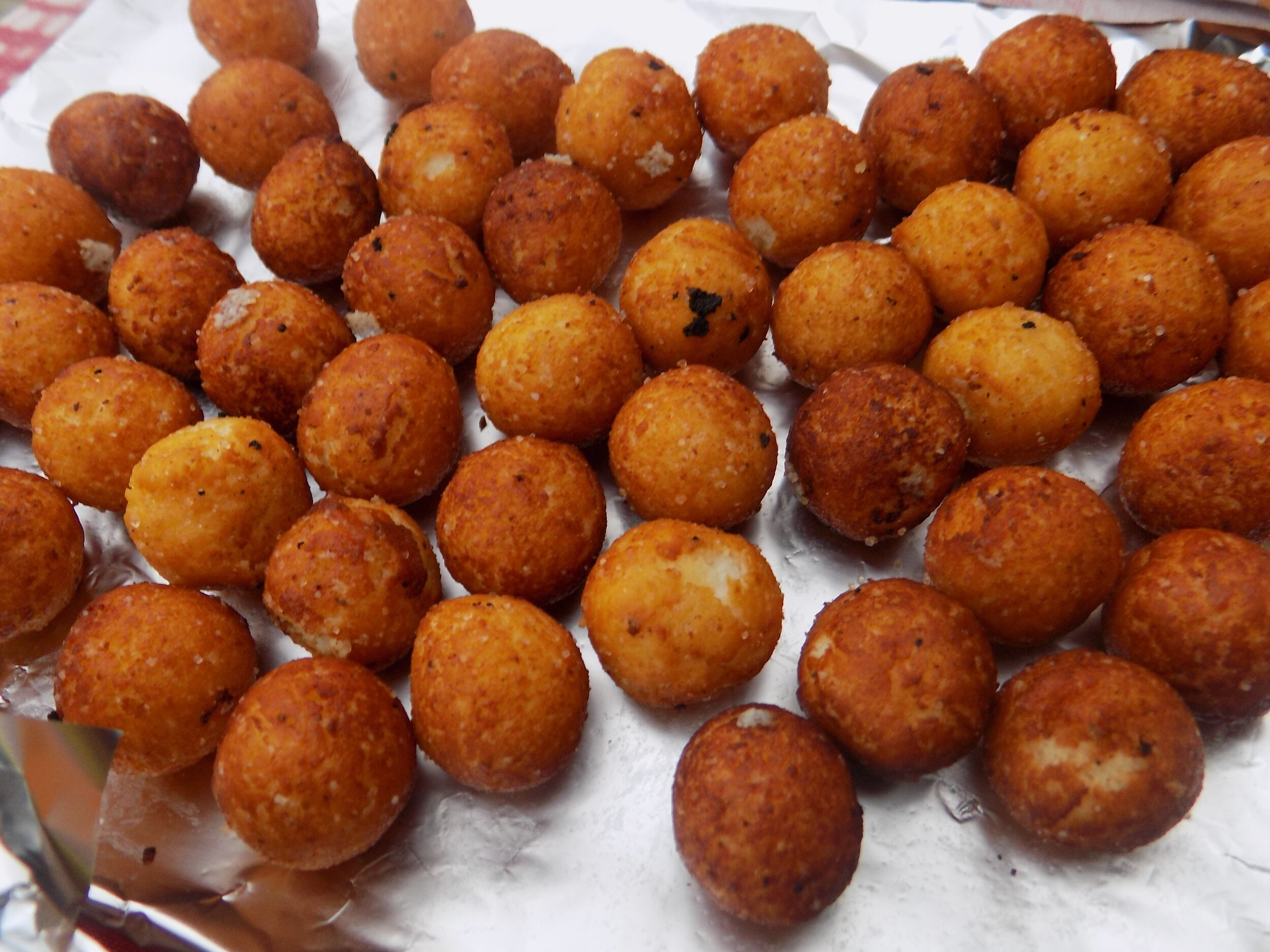 Gulisua - These adorable are tiny round balls of milk with sugar rolled into a ball and fried. They are really sweet, kinda like white Maltesers, but without the chocolate. If you mistook them for puff-puff, you'd definitely be rudely shocked.