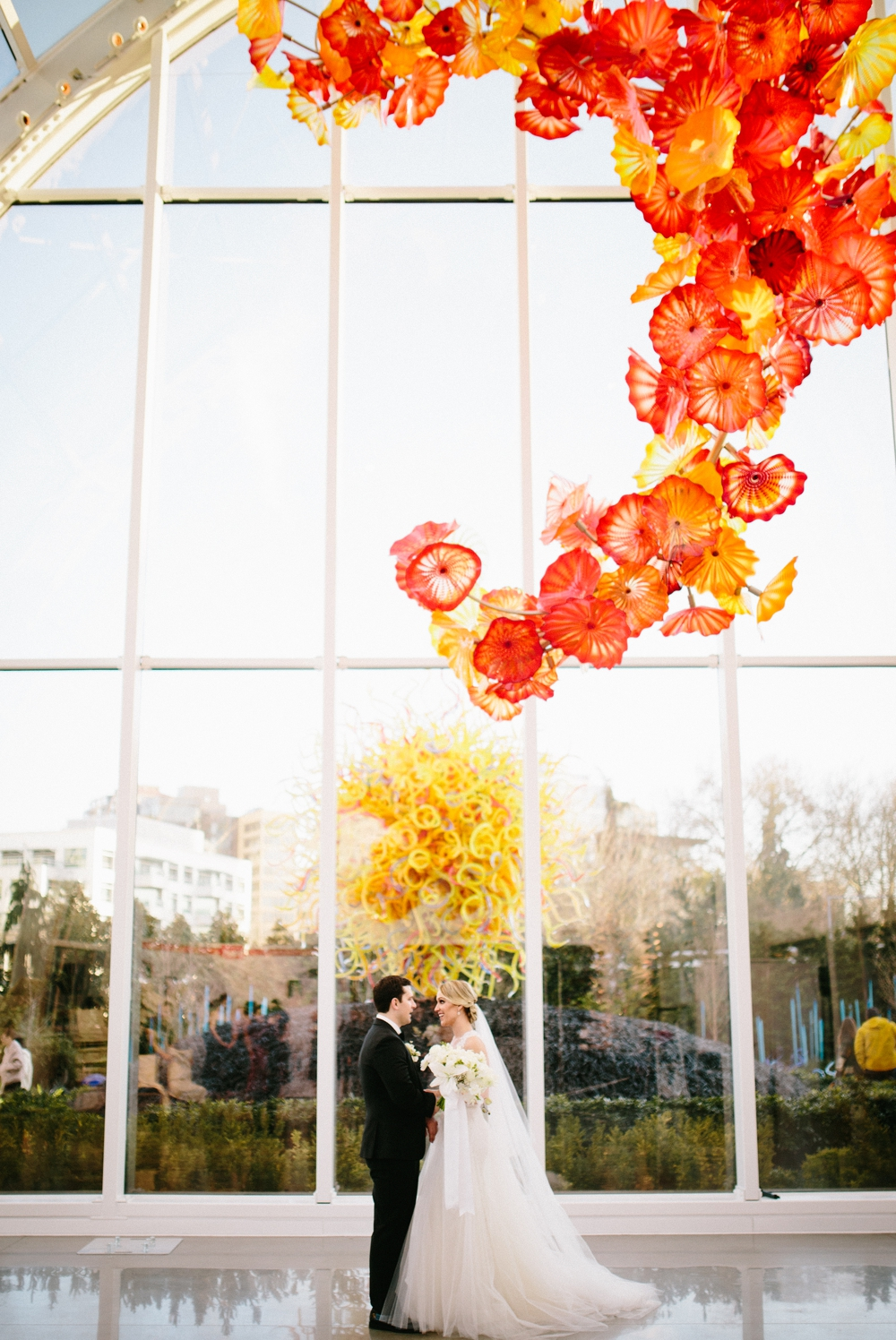 seattle_wedding_photographer_chihuli_garden_and_glass 19.jpg