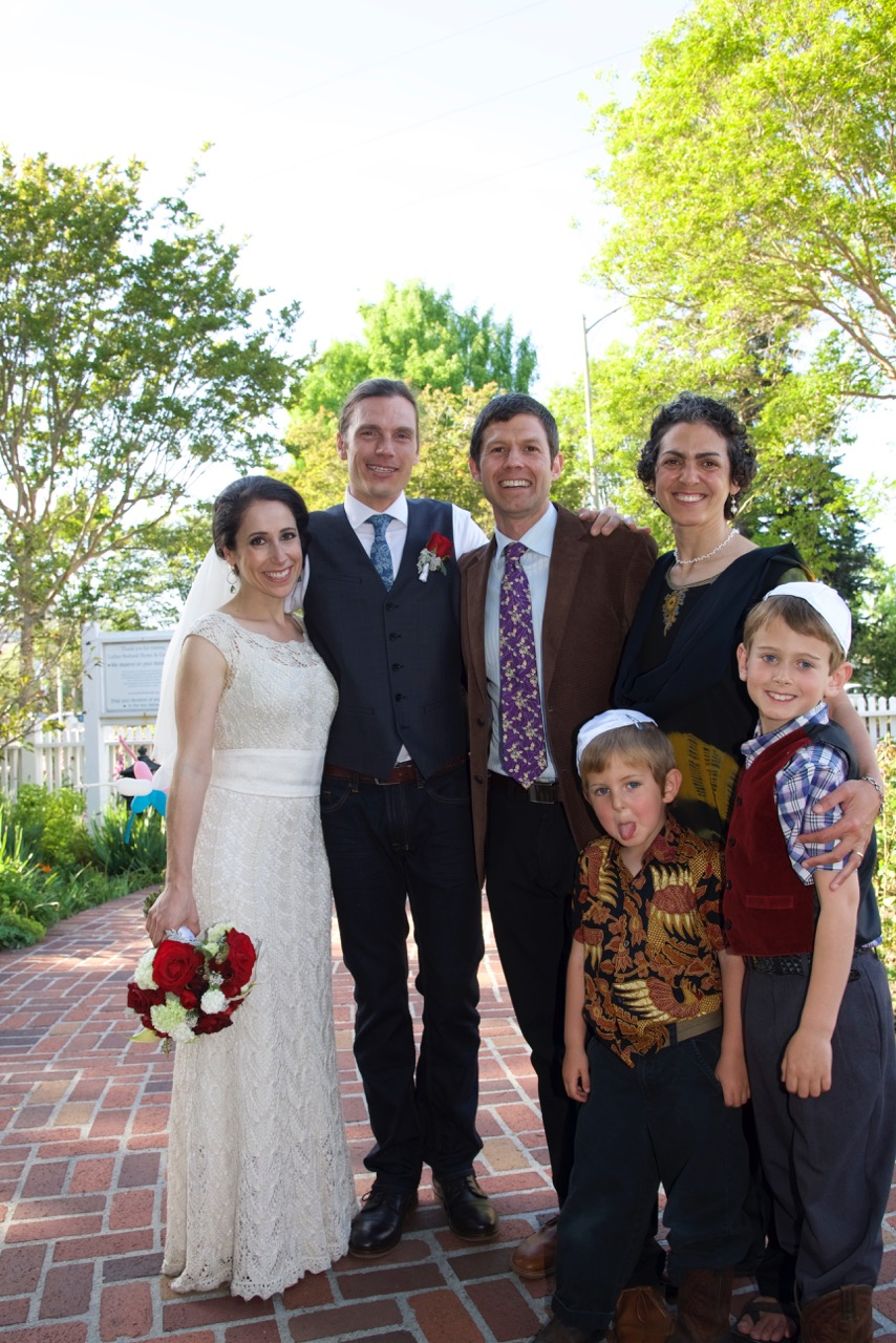 Rabbi Josh officiates at  the marriage   of   Robin & Michelle, our first Zmanim wedding!