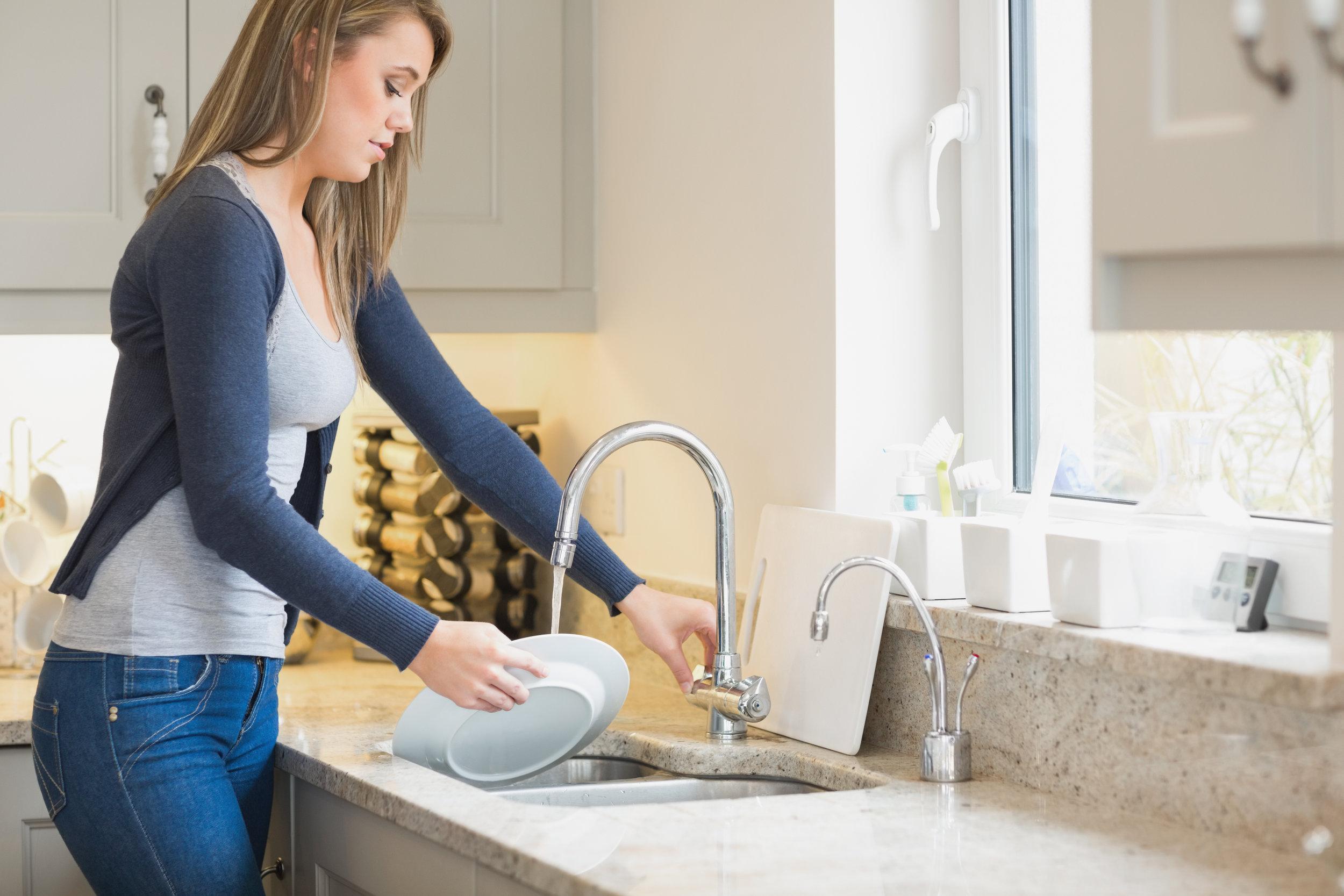 Viste du at det ikke er energibesparende å ta oppvasken for hånd? Energiforbruket for å varme opp vann til håndoppvask kan være optil 30% høyere enn når du bruker en A+++ merket oppvaskmaskin.   Kilde: pengenytt.no