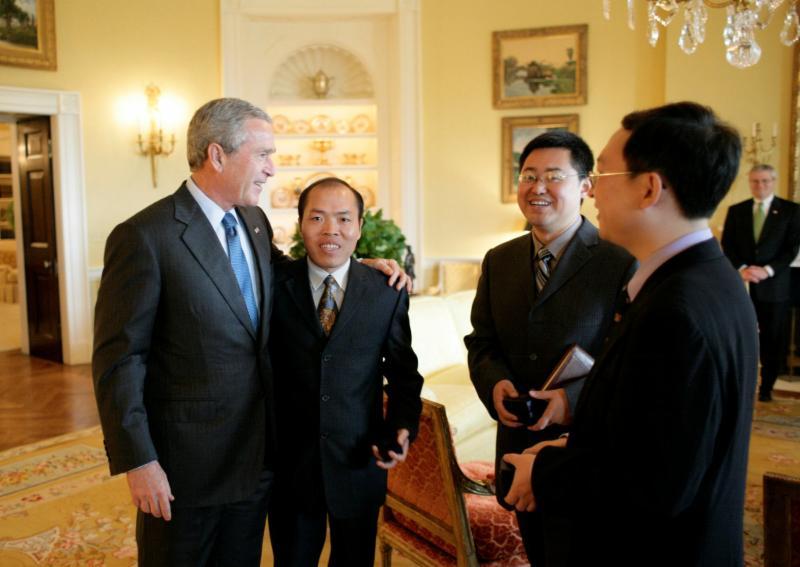 Wang Yi, secondo da destra, incontra il Presidente George W. Bush nel 2006 alla Casa Bianca con altri importanti attivisti cristiani. CreditCreditEric Draper/The White House, via Reuters