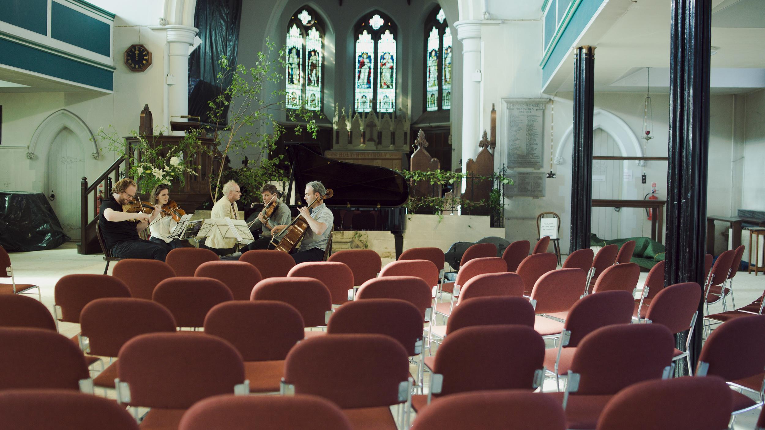 Michael Gurevich, Beatrice Philips, Bengt Forsberg, James Boyd and Pierre Doumenge rehearsing Catoire's Piano Quintet in G Minor, Op. 28.