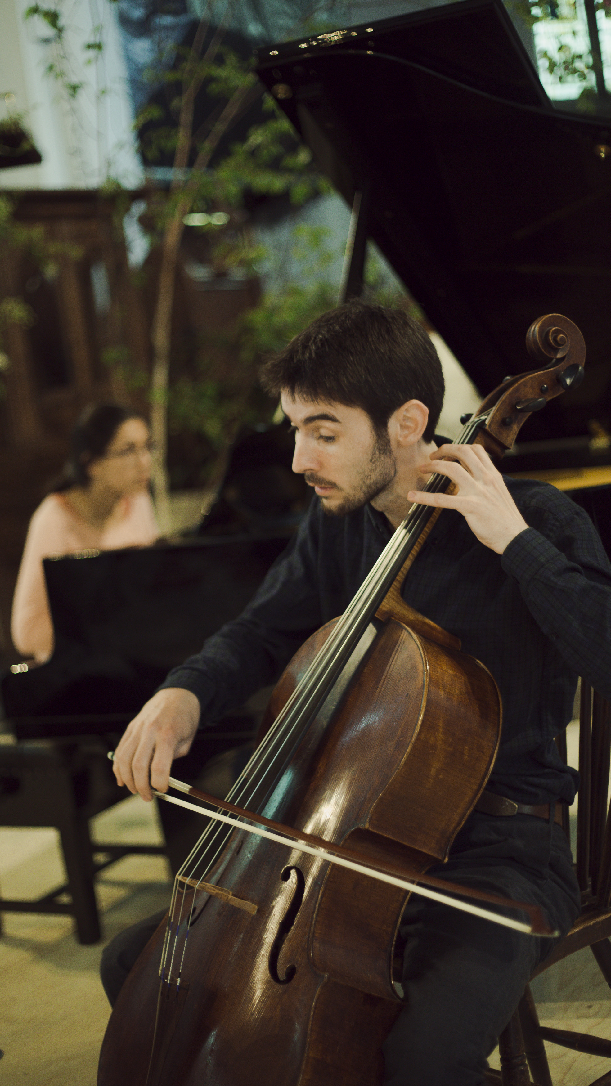 Mishka Rushdie Momen and Philip Higham rehearsing Beethoven Piano Trio Op.1 No.2.