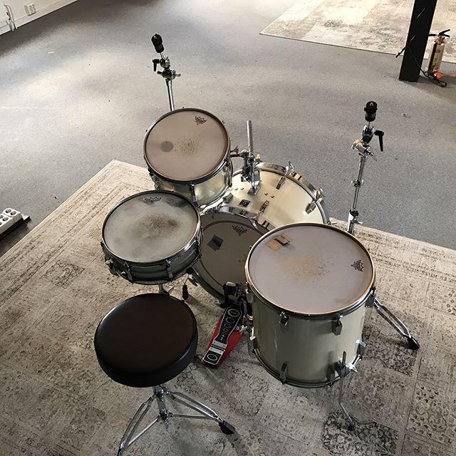 Parashoot Studio House kit. Anniversary 80's Sonor drums. Ludwig Acrolite snare