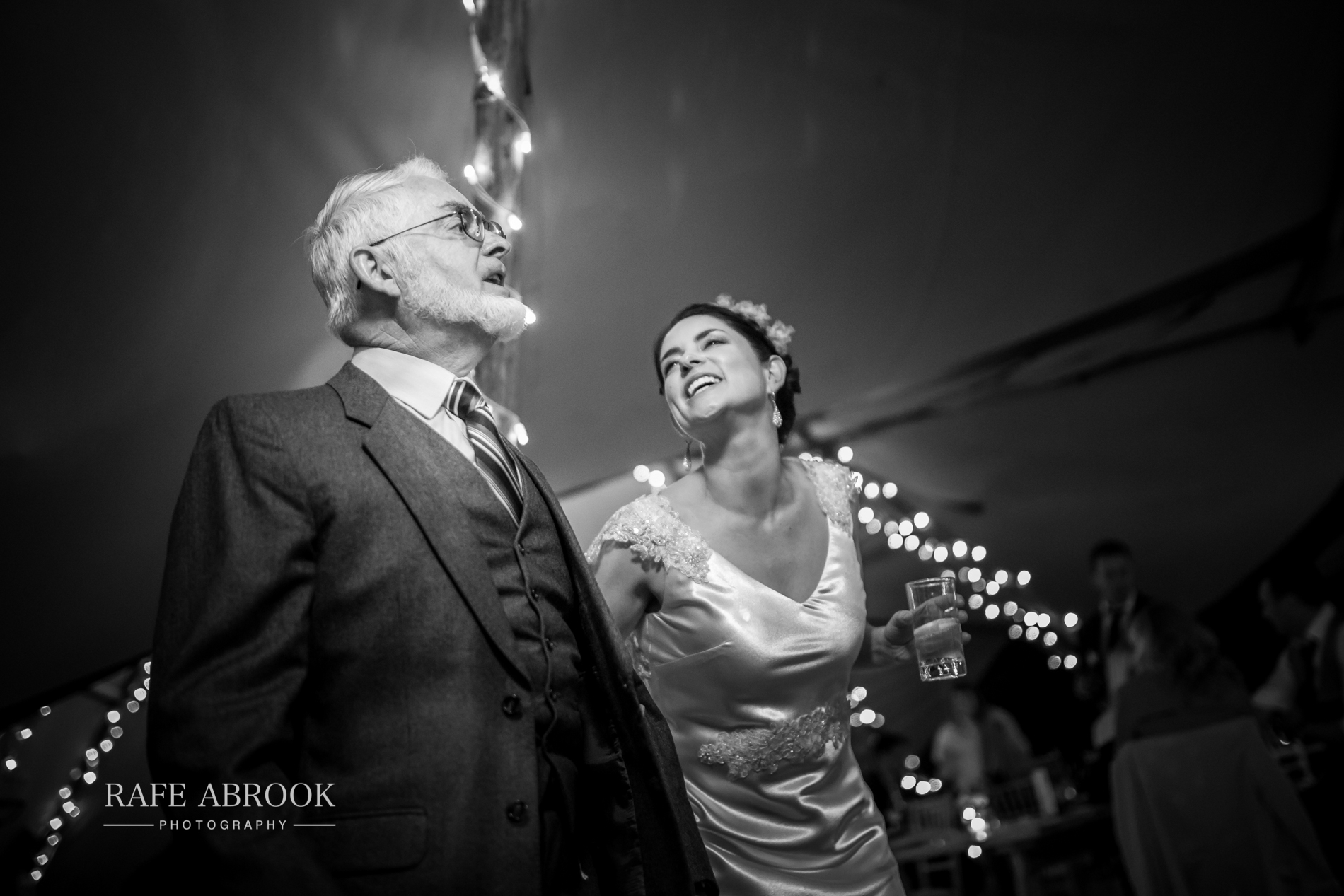 sam & alison watkins hall farm hertford hertfordshire wedding photographer-1531.jpg
