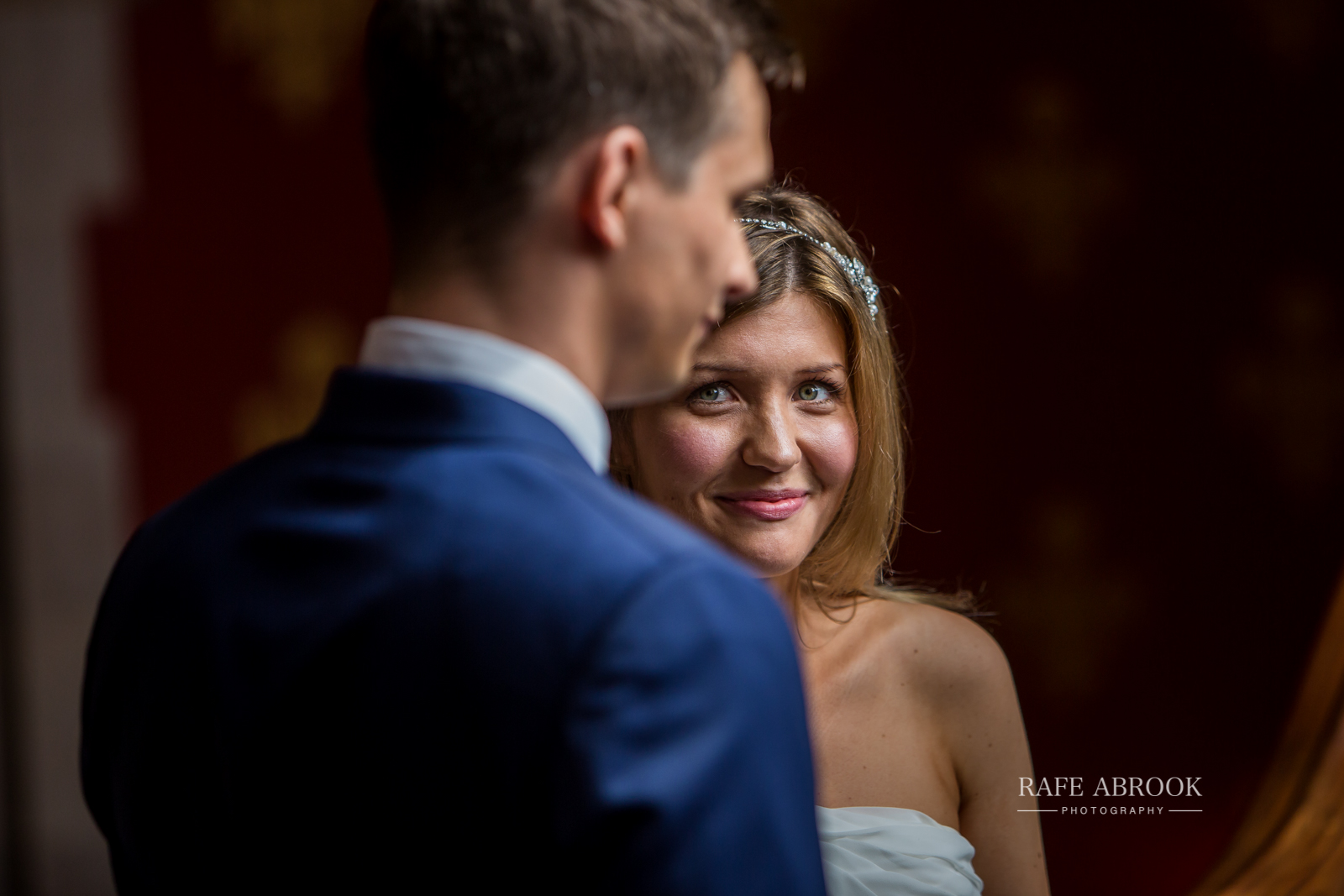 wedding photographer hertfordshire london st pancras renaissance hotel station grand staircase-1071.jpg
