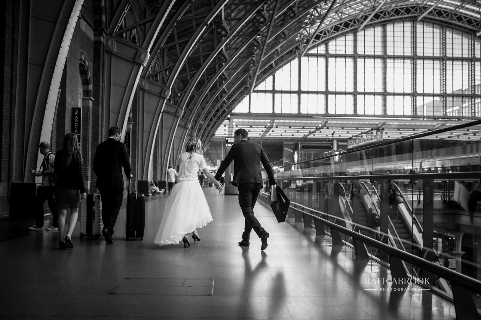 wedding photographer hertfordshire london st pancras renaissance hotel station grand staircase-1265.jpg