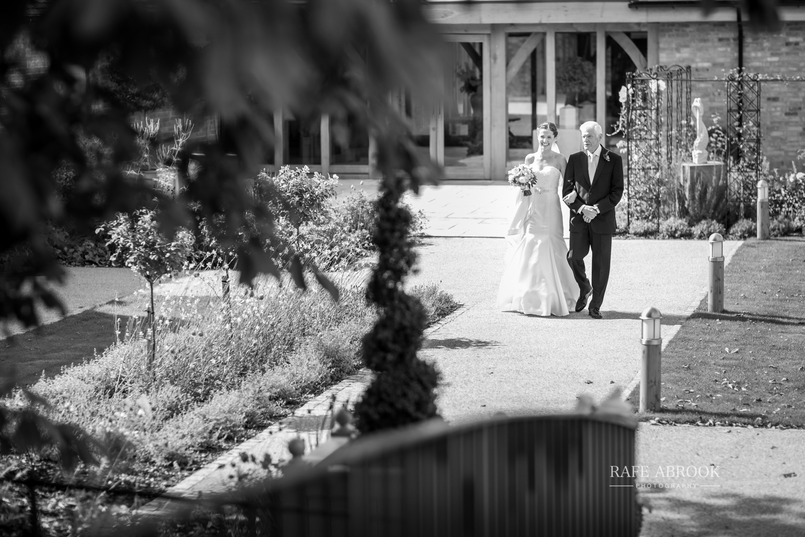 bassmead manor barns st neots cambridgeshire hertfordshire wedding photographer-1021.jpg