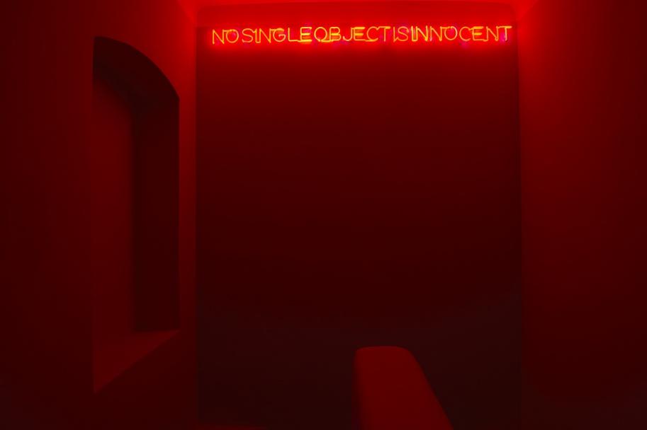 Ausstellungsansicht Maurizio Nannucci 2014, Projektraum Hofstätter; Photo: Benedikt Croy