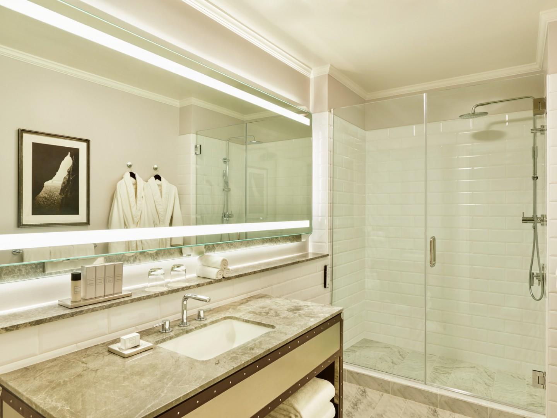 lux373gb-166441-Junior-Suite-Bathroom-1440x1080.jpg