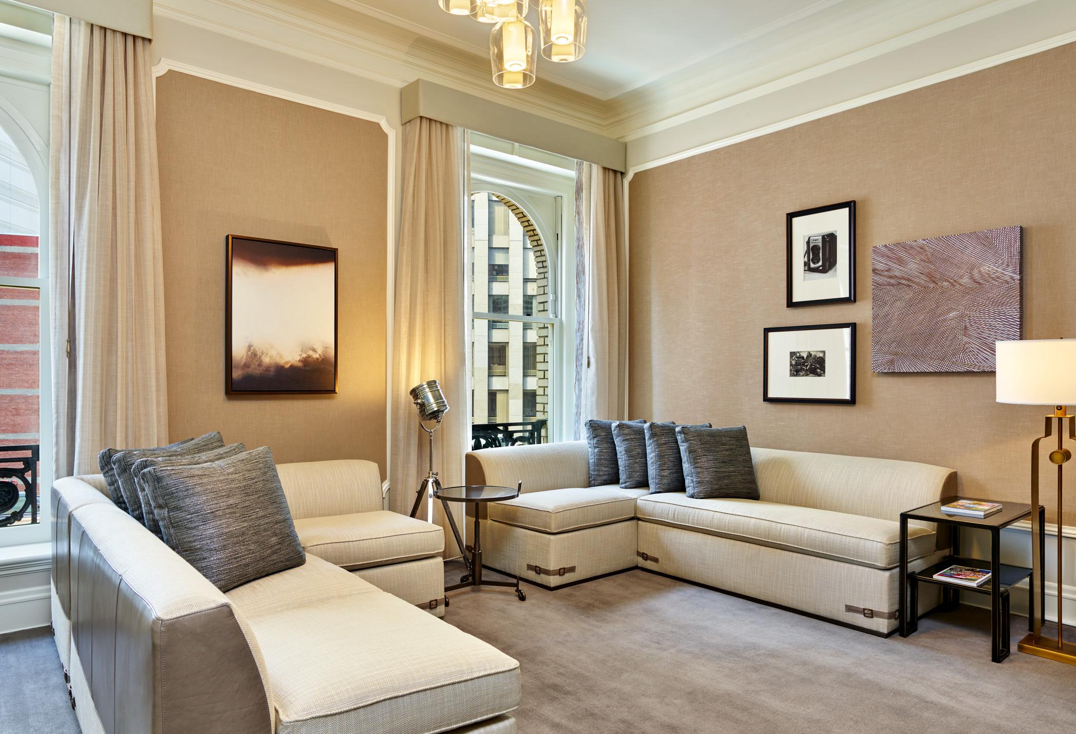 lux373gr-179298-Presidential Suite Media Room.jpg