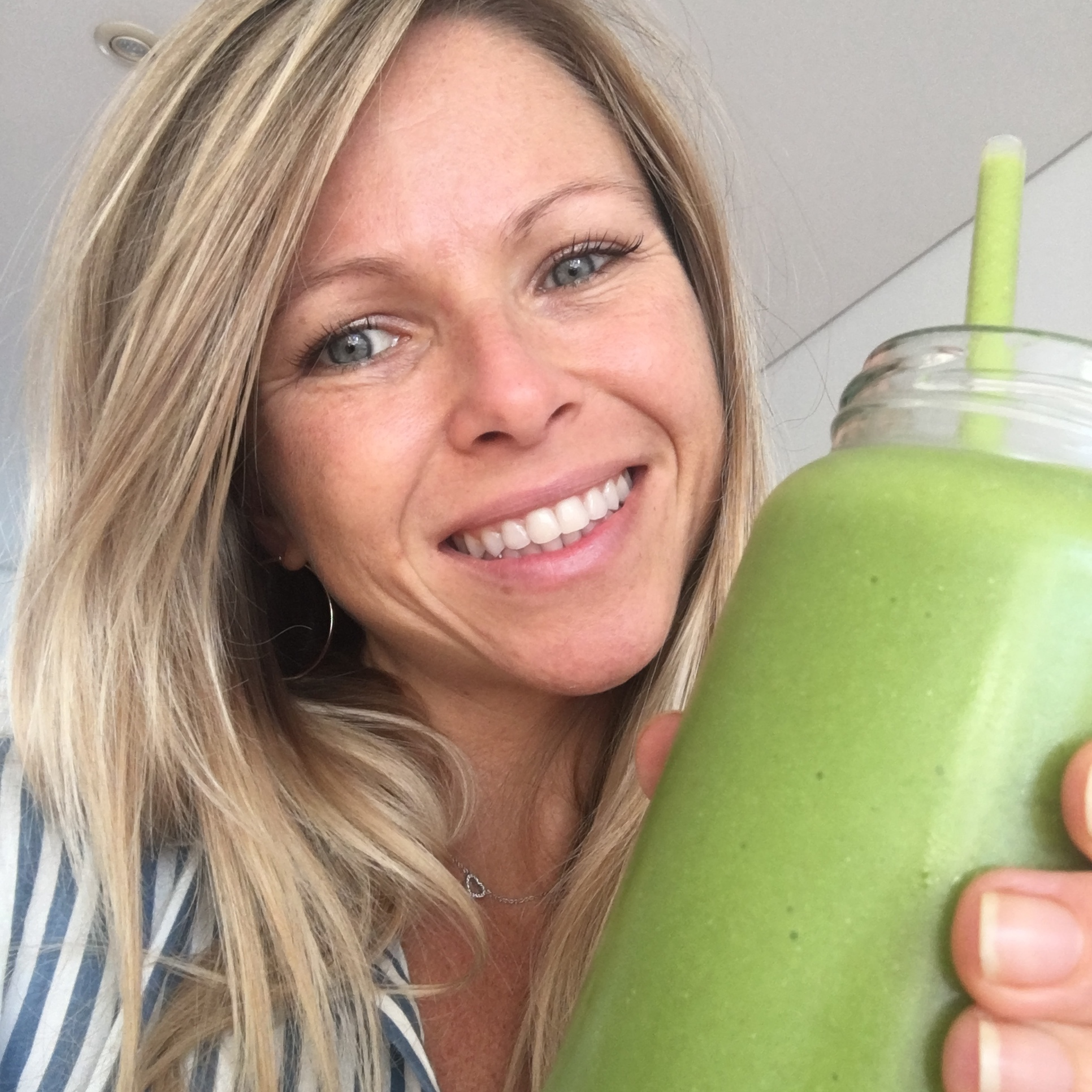Filter-free selfie smoothie — I never know where to look for a selfie haha #feelgoodmovement #nofilter