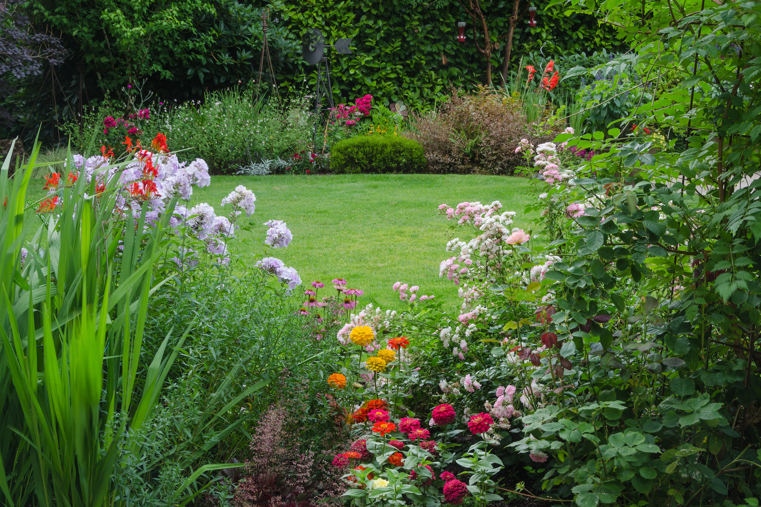 7 Tips To Create And Maintain A Beautifully Landscaped Yard