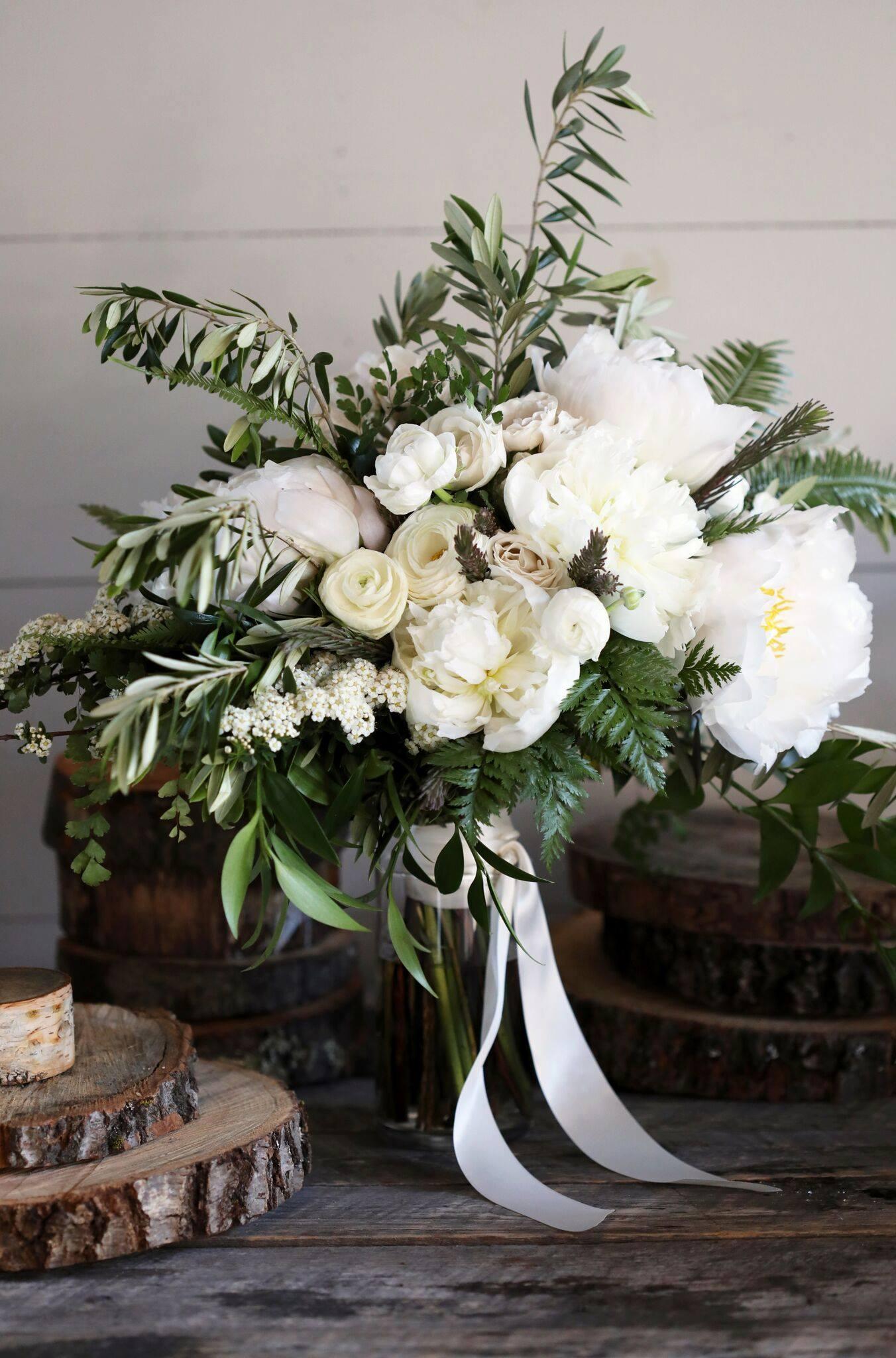 2018 Prairie & Seth - Hidden Pond bouquet detail no bride.jpg