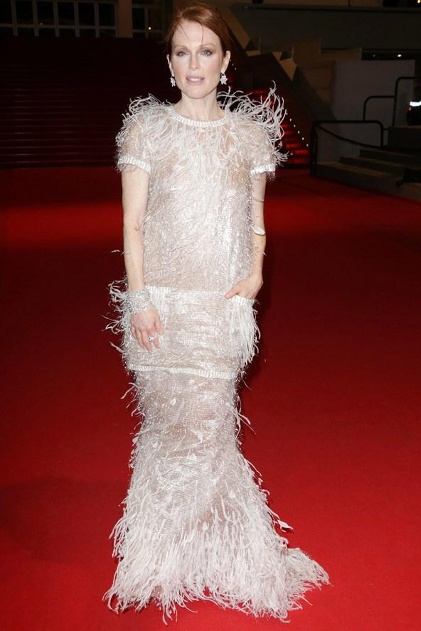 Julianne-Moore-Vogue-20May14-Rex_b_592x888.jpg