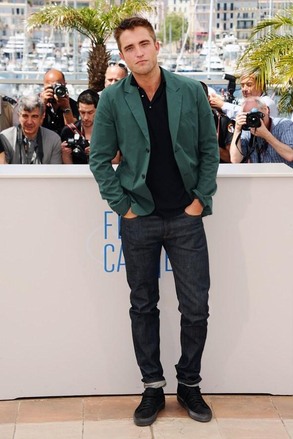 Robert-Pattinson-Vogue-19May14-PA_b_592x888.jpg