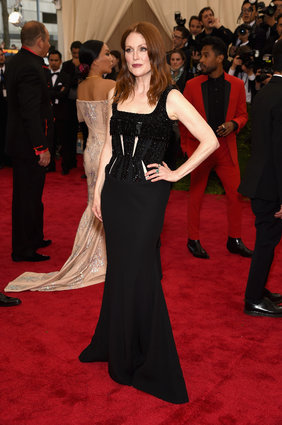 Julianne Moore in Givenchy Haute Couture.