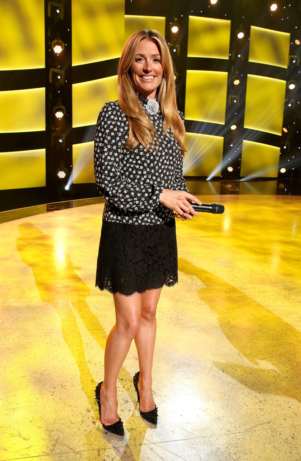 Cat Deeley    Dress: Dolce & Gabbana  Shoes: Christian Louboutin  Jewelry: XIV Karats