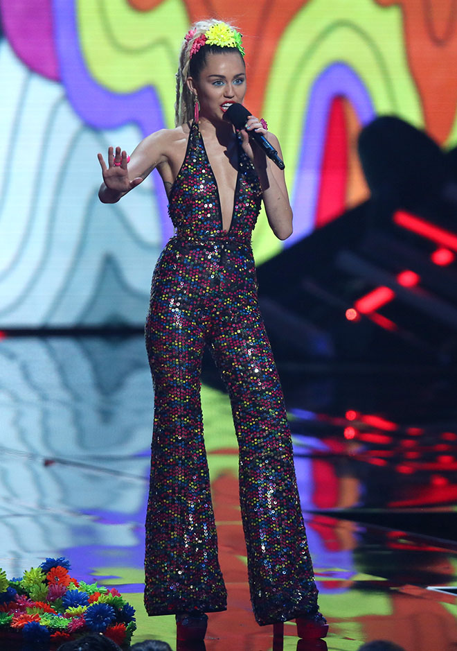 Miley_Cyrus_Outrageous_Outfits_VMAs_3_embed.jpg