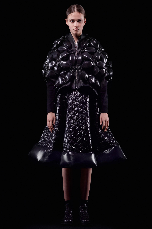 01-6-moncler-noir-kei-ninomiya-fall-ready-to-wear-2018.jpgMoncler 6 Noir Kei Ninomiya Fall 2018 Ready-to-Wear