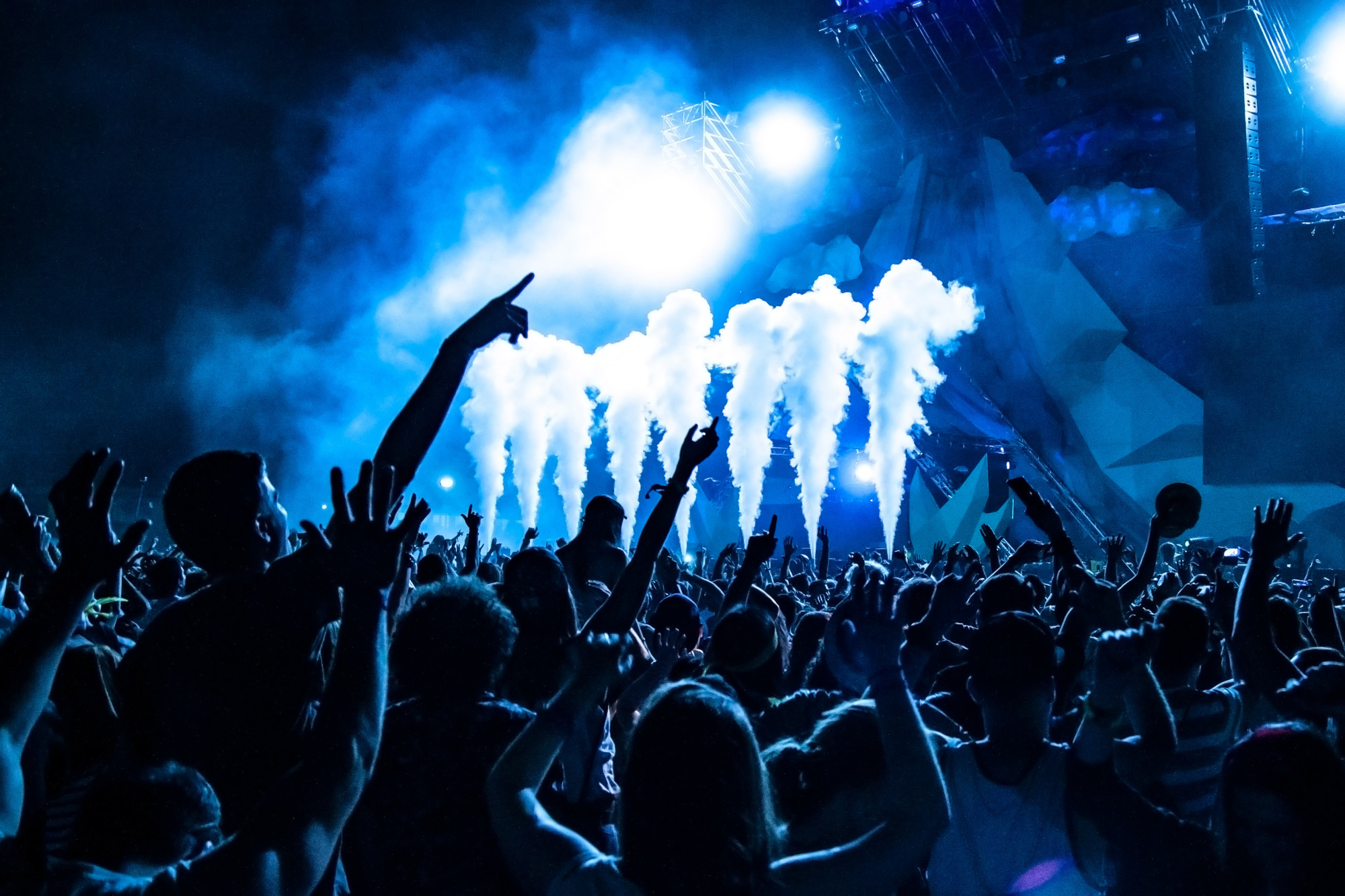 Raving in Style 5 Tips for Creating Awesome EDM Concert Outfits