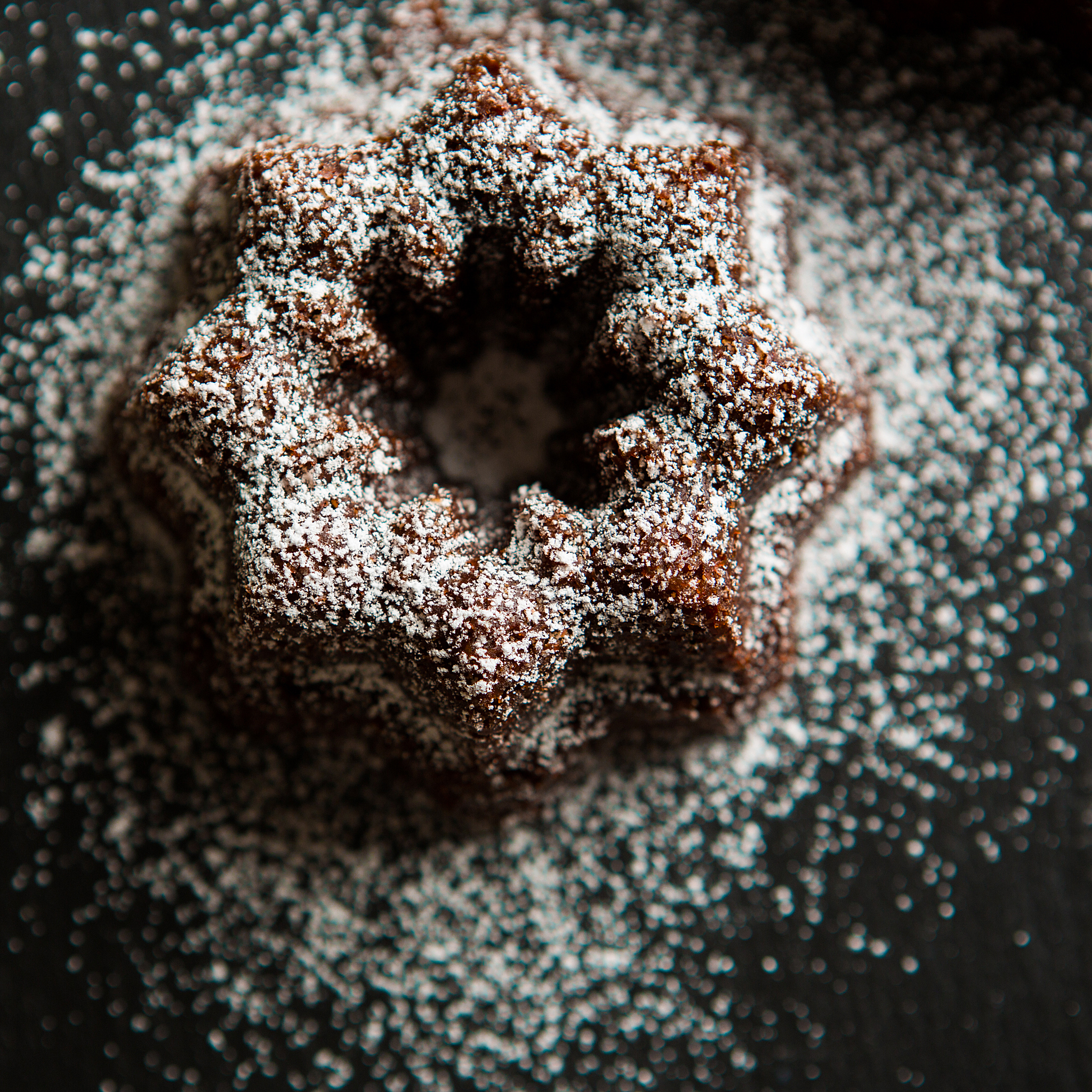 Powdered sugar on a brown cake