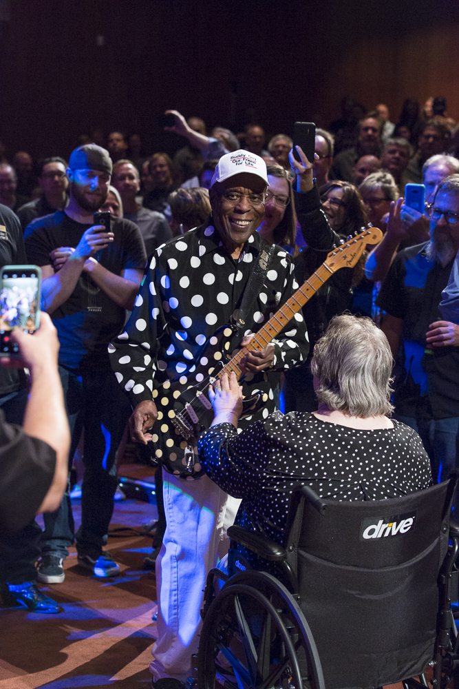 Buddy Guy lets a patron play the fret board on his guitar at CCA. (C) 2018, Miachelle DePiano