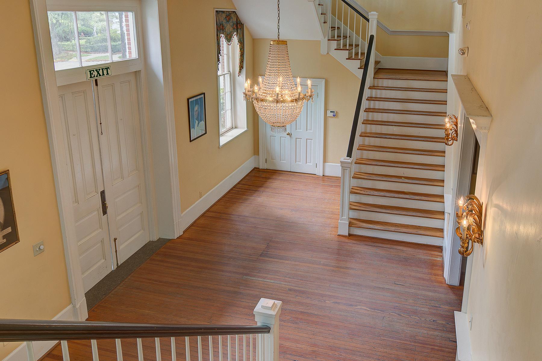 Winyah Indigo Hall - Stairway down to Foyer