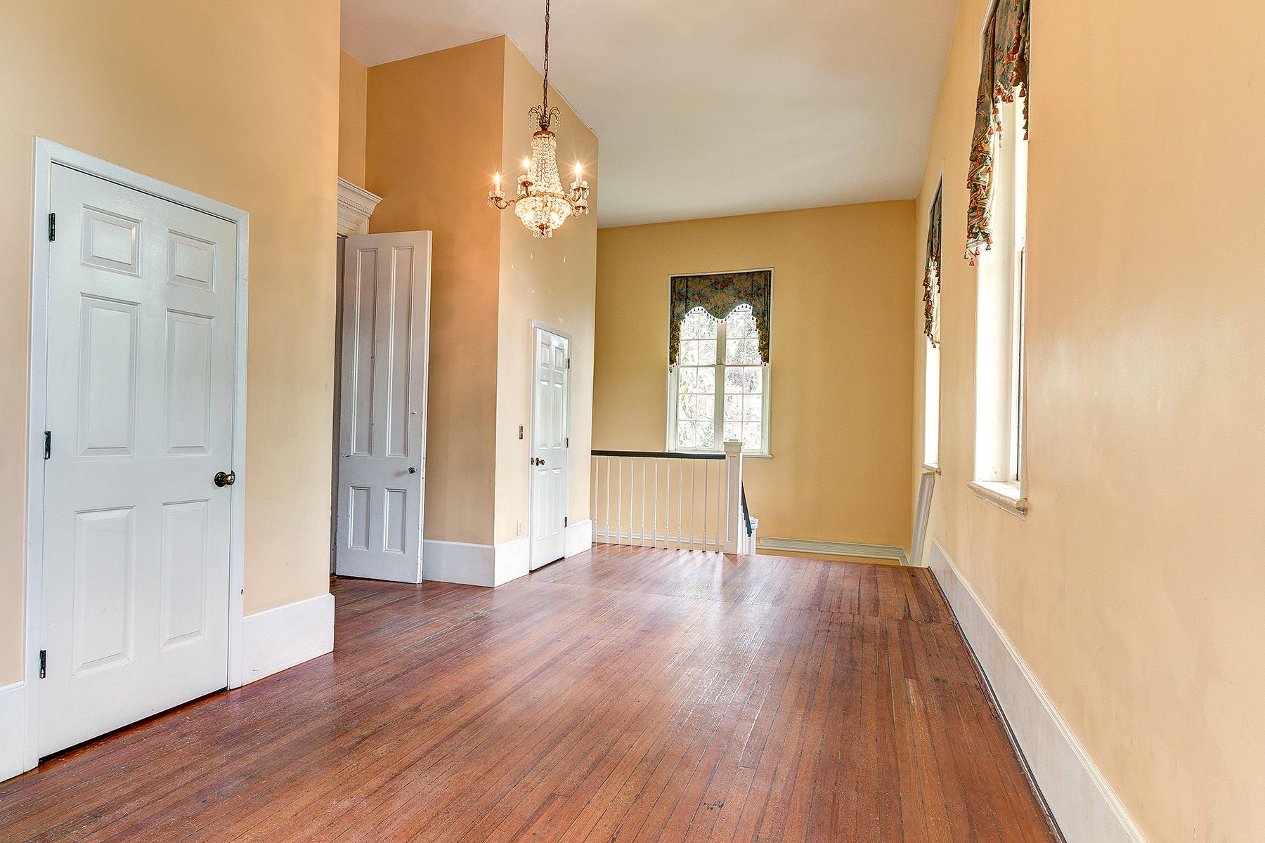 Winyah Indigo Hall - Upstairs Hallway