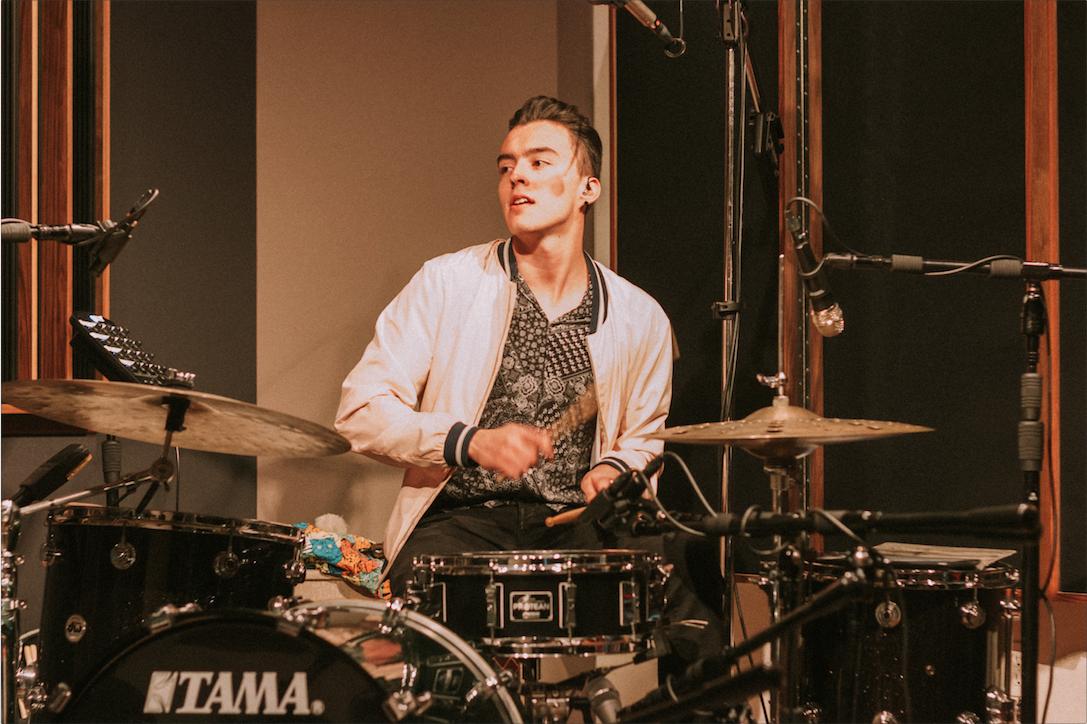 Diego Padilla (batería).  Foto por David Antonio Pérez Beltrán