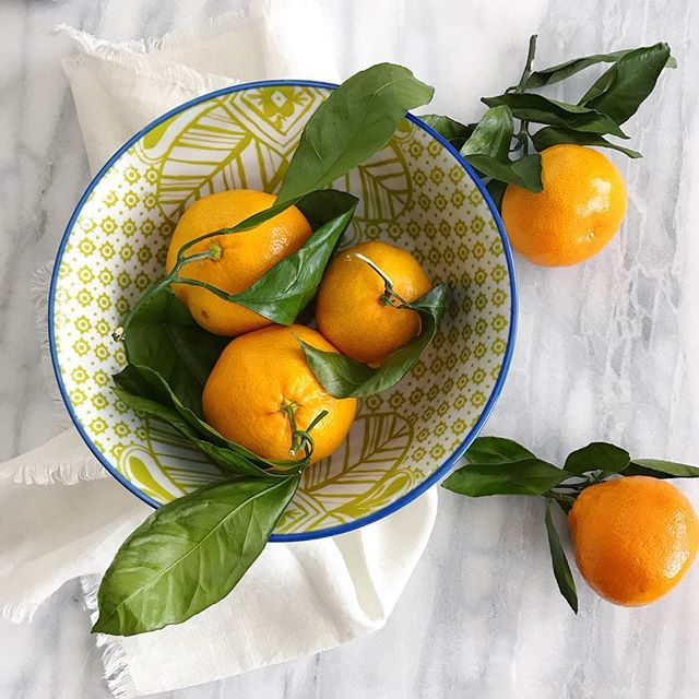 Today, in meal planning wins: I got very busy and ended up having four of these ripe, luxurious tangerines for lunch and waffles + an Old Fashioned for dinner. It's all about balance, folks. #nutrition #wellness