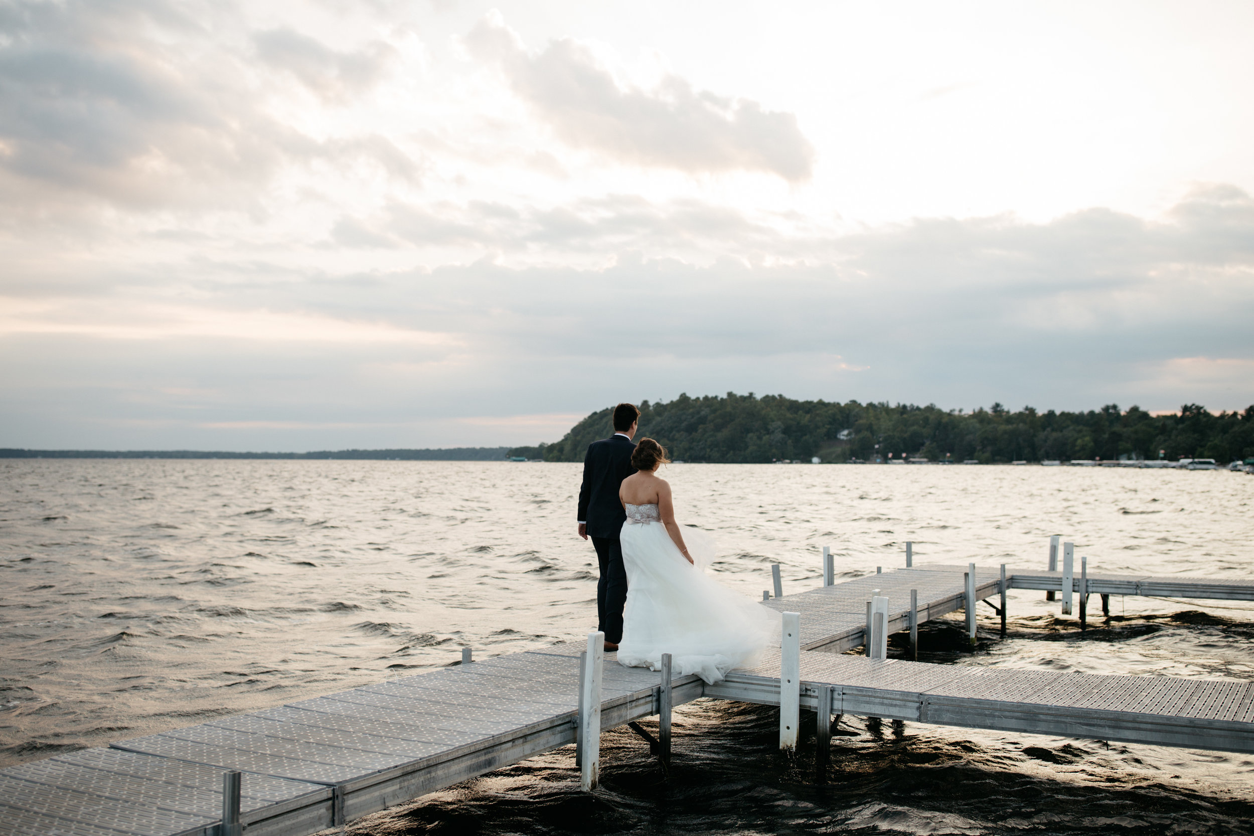 Lakeside wedding photos during sunset at Grand View Lodge by Britt DeZeeuw Photography