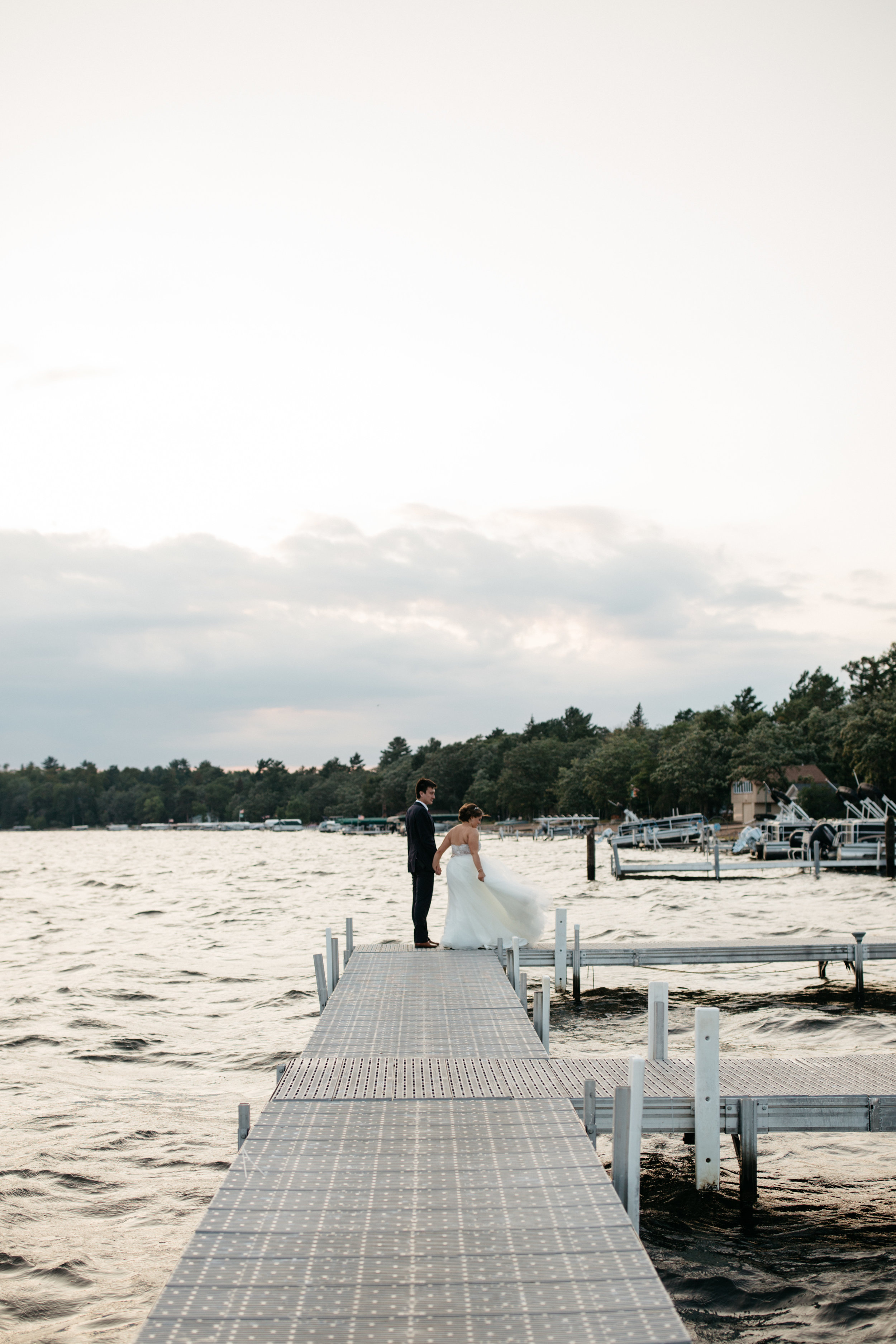 Journalistic style wedding photography by Britt DeZeeuw at Grand VIew Lodge