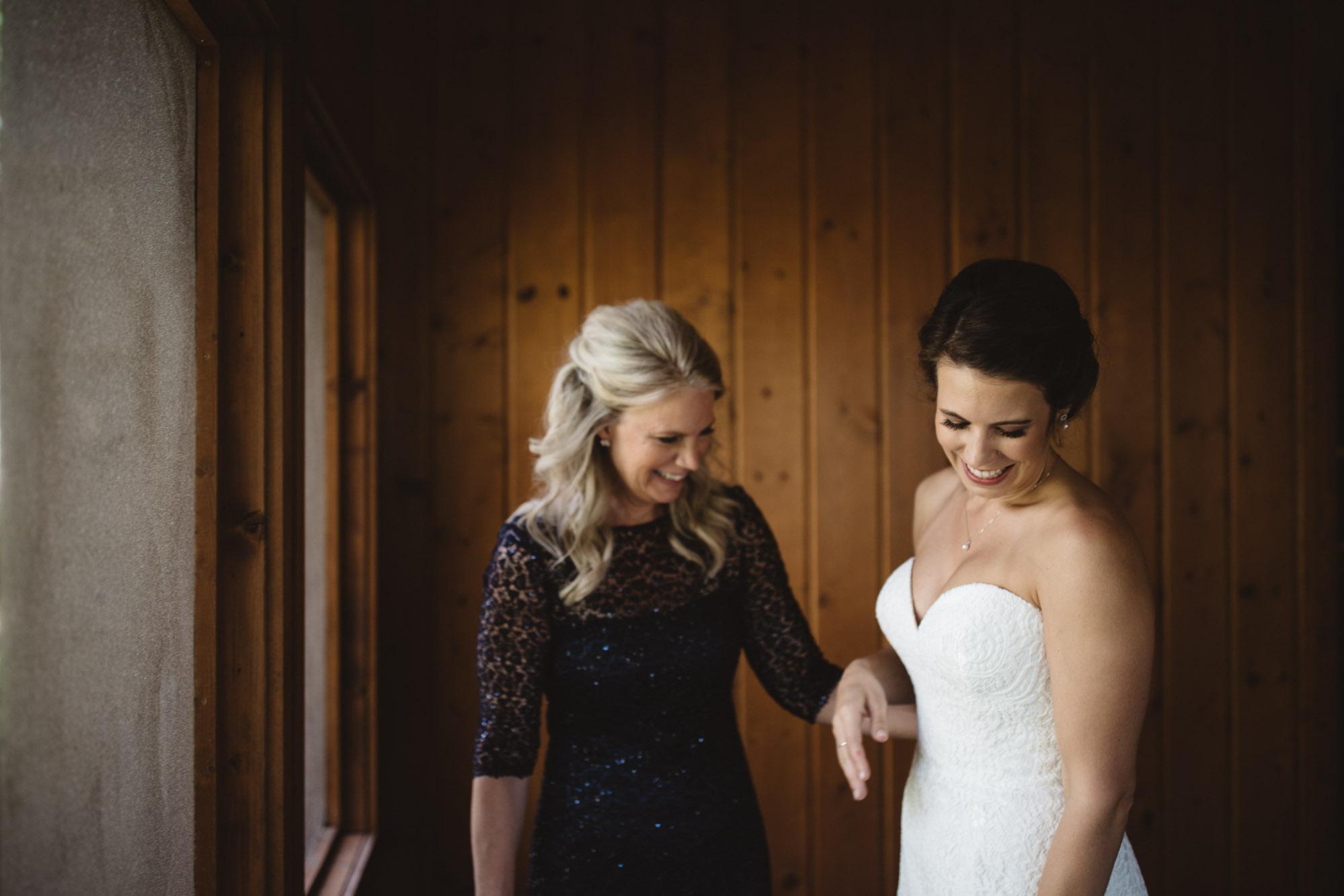 Bride getting ready in northern Minnesota cabin at Grand View Lodge. Photography by Britt DeZeeuw, Brainerd wedding photographer.