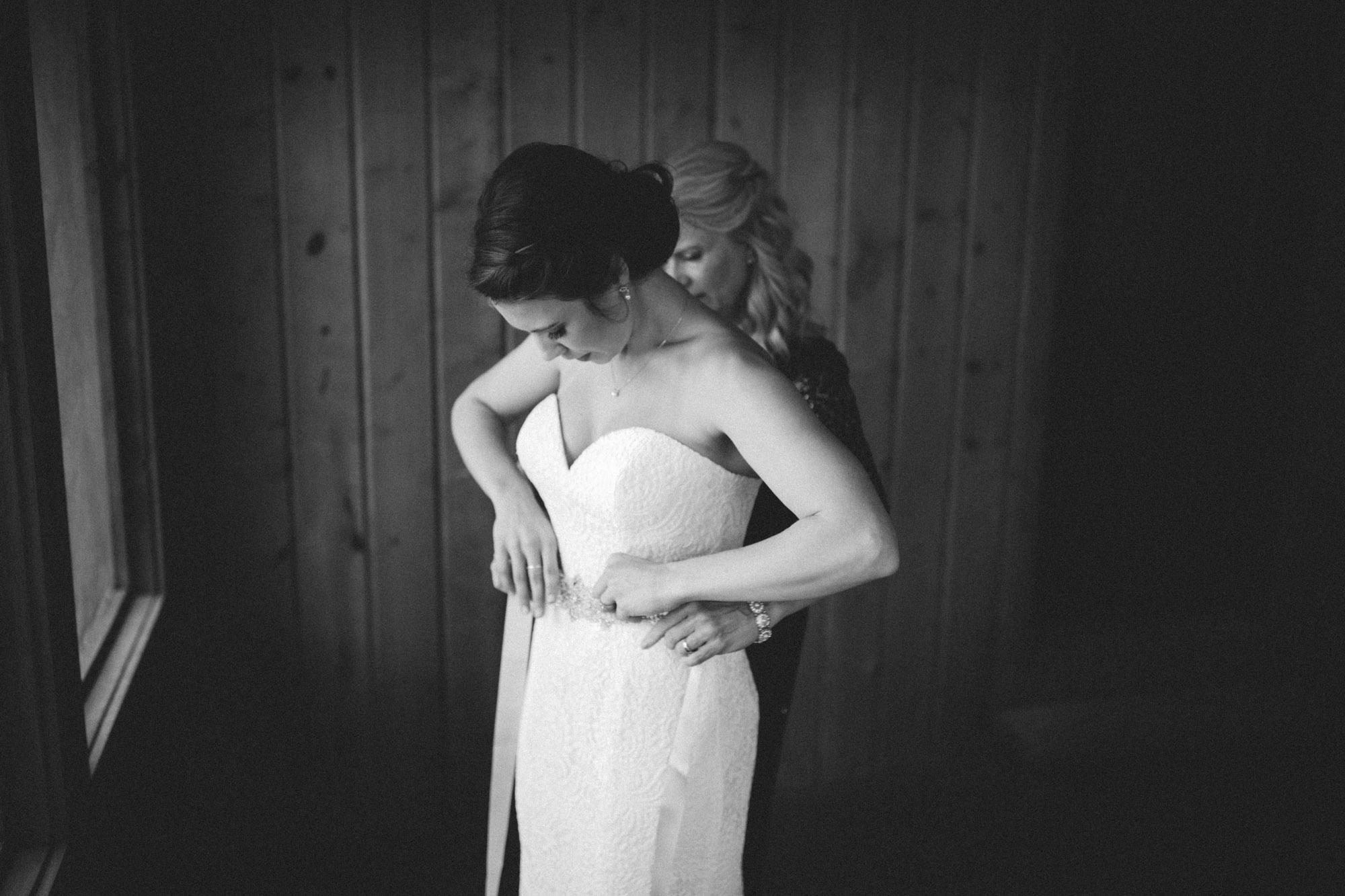 Black and white wedding photo inspiration. Photography by Britt DeZeeuw, Grand View Lodge Nisswa Minnesota top wedding photographer.