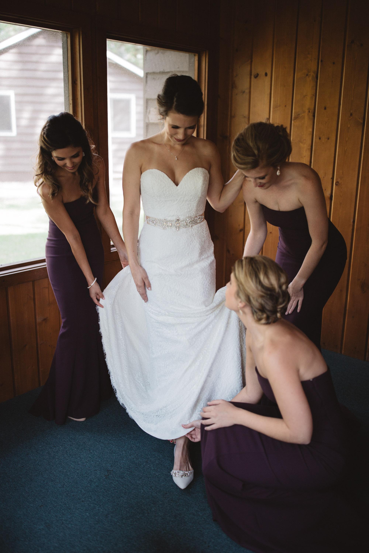 Bride and bridesmaids getting ready at Grand View Lodge. Photography by Britt DeZeeuw Brainerd Minnesota wedding photographer.