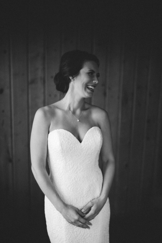 Stunning bride at Grand View Lodge in Nisswa Minnesota. Photography by Britt DeZeeuw, Brainerd Lakes area wedding photographer.