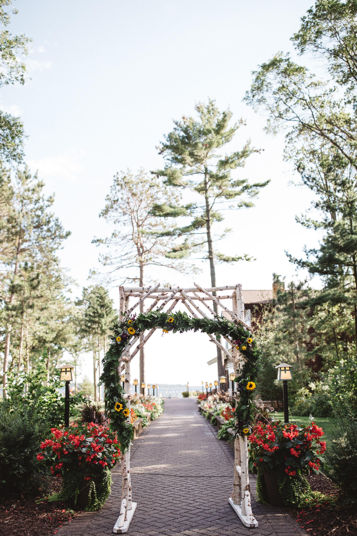 Lake side wedding at Grand View Lodge in Nisswa MN. Photography by Britt DeZeeuw, Brainerd photographer.