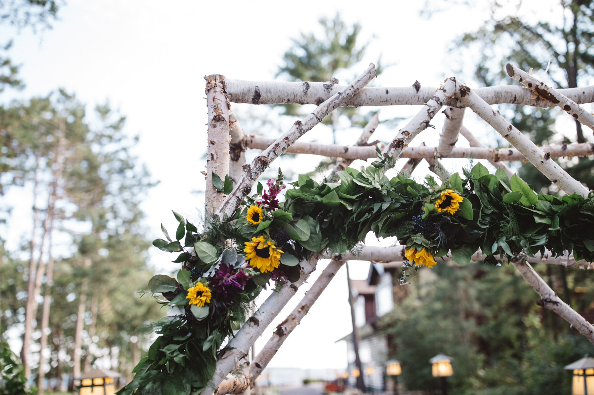 Floral wedding altar by Bloom Designs. Photography by Britt DeZeeuw, Grand View Lodge photographer.