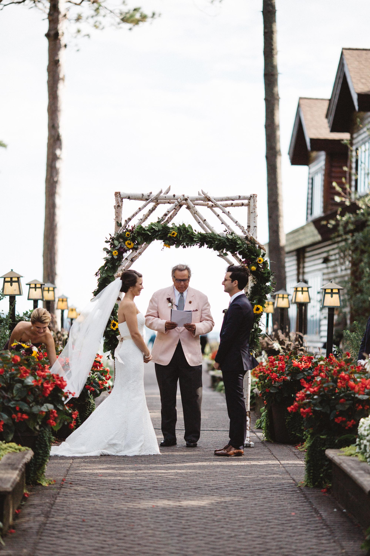 Grand View Lodge outdoor wedding ceremony by Britt DeZeeuw photography